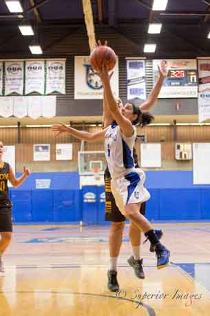 Lakehead Thunderwolves Women got off to a winning start over the Manitoba Bisons