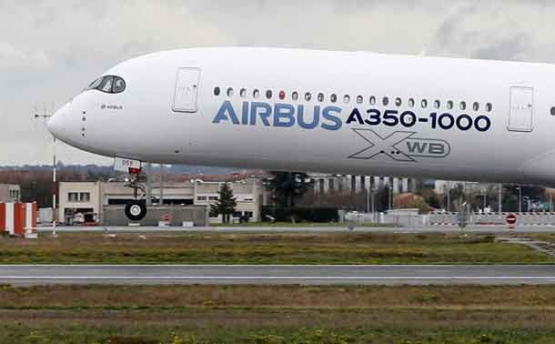 An Airbus A350-1000 takes off during its maiden flight event in Colomiers near Toulouse, Southwestern France, November 24, 2016. REUTERS/ Regis Duvignau