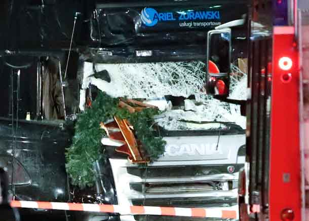 Parts of a Christmas market decoration stick in the windscreen of a truck following an accident with the truck on Breitscheidplatz square near the fashionable Kurfuerstendamm avenue in the west of Berlin, Germany, December 19, 2016. REUTERS/Fabrizio Bensch