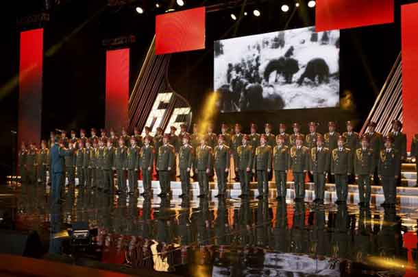 FILE PHOTO: Singers and orchestra members of Red Army Choir, also known as the Alexandrov Ensemble, perform in Moscow, Russia March 31, 2016. REUTERS/Stringer/File Photo