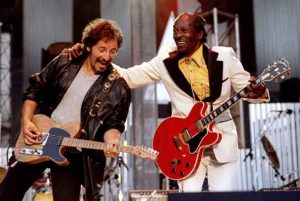 """Bruce Springsteen and Chuck Berry perform """"Johnny B. Good"""" to open The Concert for the Rock & Roll Hall of Fame September 2, 1995 at Cleveland Stadium. REUTERS/Stringer/File Photo"""