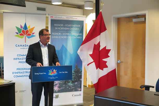 Hon. Bob Nault making announcement on Fednor Funding