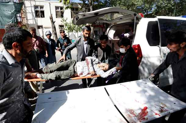 Men move an injured man to a hospital after a blast in Kabul, Afghanistan May 31, 2017.REUTERS/Mohammad Ismail