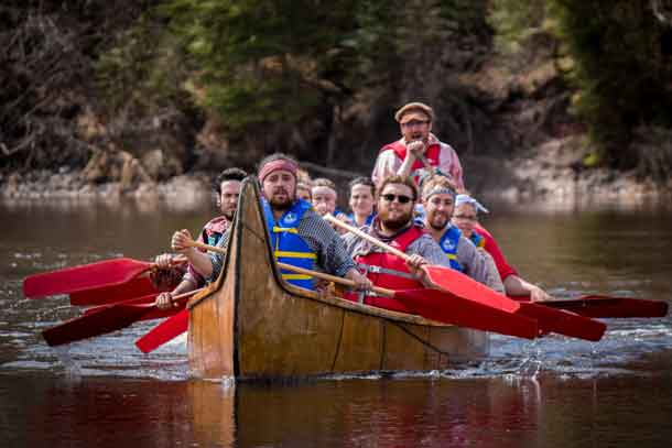 Members of the MNO Canoe Expedition in training near Fort William Historical Park. (CNW Group/MÈtis Nation of Ontario)