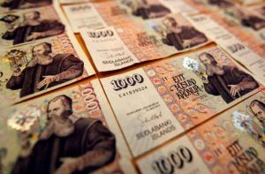 An illustration picture shows Icelandic banknotes of one thousand Krona March 23, 2012. REUTERS/Ingolfur Juliusson/Illustration/File Photo