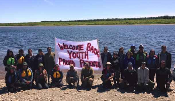 Group picture of the Paddlers and Escorts taken July 23, 2017 in Kashechewan after their arrival.