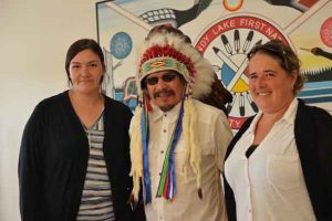 (Left to Right) Romaine McKay, Employment Assistance Caseworker, Sandy Lake First Nation, Chief Bart Meekis and Jennifer Derouin, Online Learning Recruitment Officer, Contact North | Contact Nord