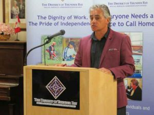 Bill Mauro is calling on the Thunder Bay Police Services Board to delay the hiring of a new chief of police