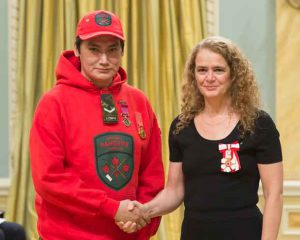 Ranger Fontaine Fiddler of Sandy Lake First Nation receives the Medal of Bravery from Governor General Julie Payette for saving six lives in a house fire. credit Sgt. Johanie Maheur, Rideau Hall@OSSG.2017