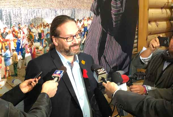 Commissioner Brian Eylofson speaks to media in a press scrum at the Best Western Nor'Wester during the start of the MMIWG National Inquiry Hearing in Thunder Bay