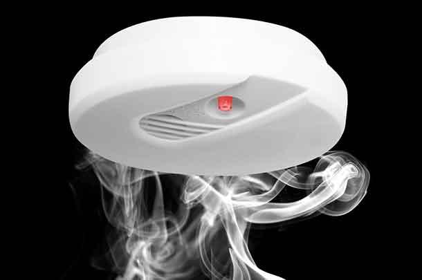 Smoke detector with smoke image: depositphotos.com