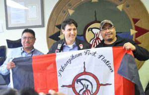 Nishnawbe Aski Nation Grand Chief Alvin Fiddler with Prime Minister Trudeau and Pikangikum First Nation Chief Dean Owen