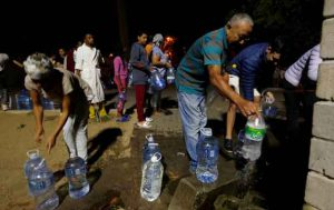 People queue to collect water from a spring in the Newlands suburb as fears over the city's water crisis grow in Cape Town, South Africa, January 25, 2018. Picture taken January 25, 2018. REUTERS/Mike Hutchings