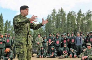 General Jocelyn Paul talks to Junior Canadian Rangers about being proud of being Indigenous