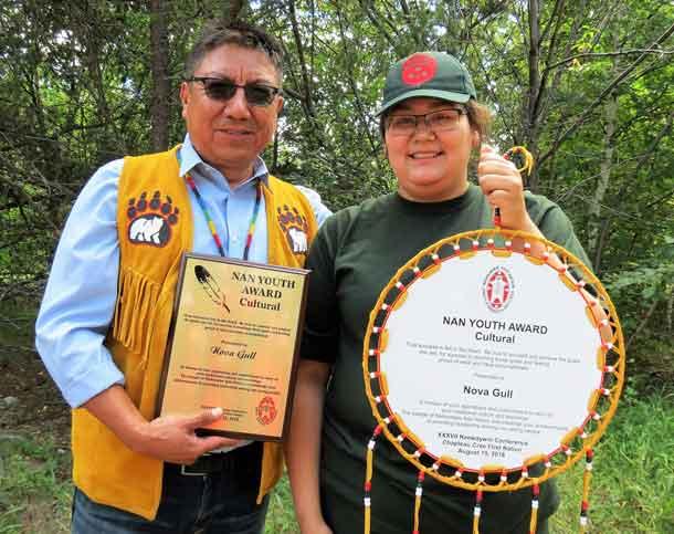 Nishnawbe Aski Grand Chief Alvin Fiddler presents youth award to Junior Canadian Ranger Nova Gull.