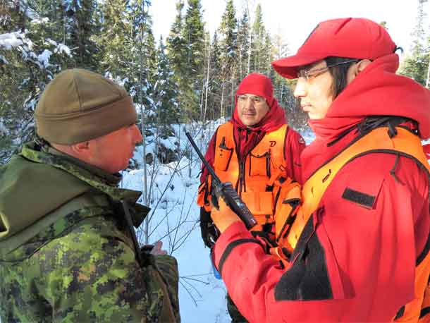 Master Corporal Christopher Keesic of Moose Factory and Ranger Terrance Angeconeb of Lac Seul discuss search tactics.