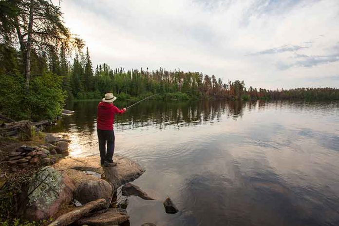 Free fishing in Ontario for Canadian Veterans - photo MNRF