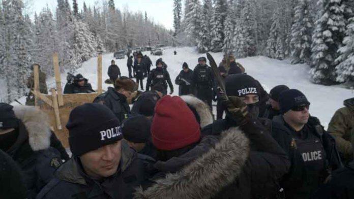 Gidimt'en and Unis'tot'en clans being arrested - photo Gidimt'en and Unis'tot'en clans Facebook