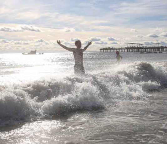 A swimmer runs into the water of the Atlantic Ocean during the Coney Island Polar Bear Club New Year's Day Plunge on Coney Island Beach in the Brooklyn borough of New York, U.S., January 1, 2019. REUTERS/Caitlin Ochs