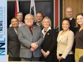 Beecher Bay (Sc'ianew) First Nation land claim settled. Chief Cripps and Minister Bennett with members of Council