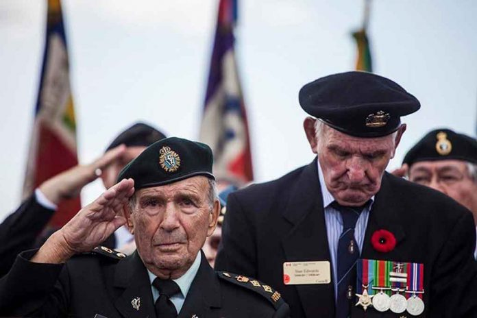 Honorary Colonel David Lloyd Hart salutes during a commemorative ceremony in Dieppe, France on August 19, 2017, which marked the 75th Anniversary of the Dieppe Raid. Photo: ©2017 DND/MDN Canada