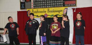 To join in the year-long celebration of 'The Year of Indigenous Languages' under the United Nations Declaration, Kenjgewin Teg and Lakeview School proudly hosted the first ever Anishinaabe Booskinaagan (conversing in Anishinaabemowin) Language Bowl
