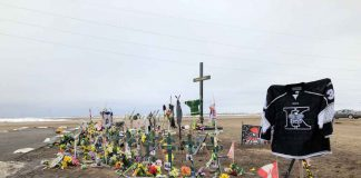 Kings pay respects at Humboldt Broncos Memorial
