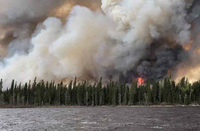 Fire at Pikangikum First Nation
