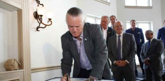 """Signing of the """"Mayors' Declaration to Stop Asian Carp"""""""