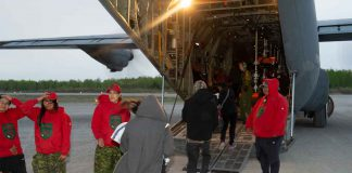 Canadian Rangers assisting in Pikangikum evacuation
