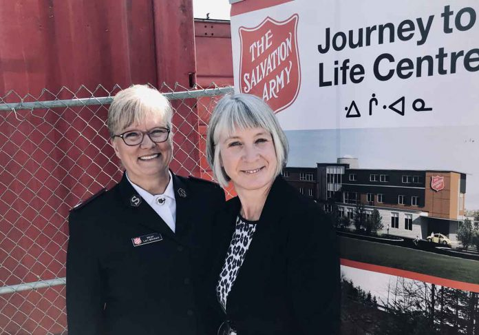 Major Lori Mitchell, Executive Director, The Salvation Army Thunder Bay and Minister Patty Hajdu