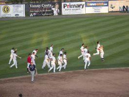 Thunder Bay Border Cats celebrate extra innings win over Duluth Huskies