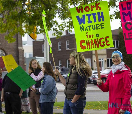 Climate Strike in Thunder Bay gathered on Red River road today