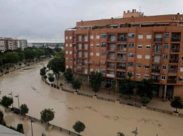 A view shows the overflowing Segura river as torrential rains hit Orihuela, near Murcia, Spain, September 13, 2019. REUTERS/Jon Nazca