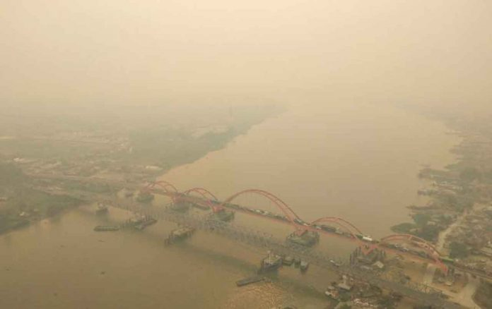 An aerial view of Palembang city covered by smoke from the forest fire in South Sumatra province, Indonesia, October 14, 2019 in this photo taken by Antara Foto. Antara Foto/Nathan/via REUTERS