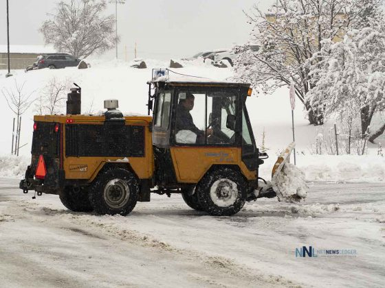 The job of clearing snow is underway - SHOOT WITH OLYMPUS DIGITAL CAMERA