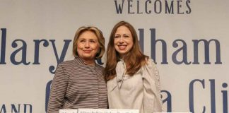 "Hillary Clinton and Chelsea Clinton pose for pictures during an event for their new book ""The Book of Gutsy Women"" in the Manhattan borough of New York City, New York, U.S., October 3, 2019. REUTERS/Jeenah Moon"
