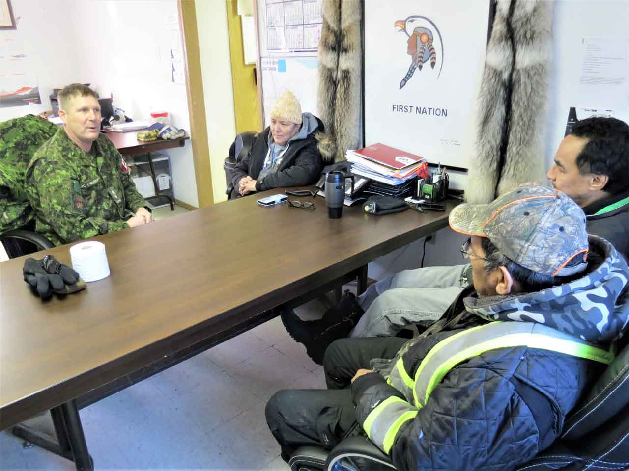 Lieutenant-Colonel Shane McArthur talks with members of the North Spirit Lake First Nation band council