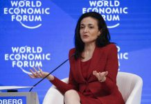 Sheryl Sandberg, Chief Operating Officer and Member of the Board, attends the annual meeting of the World Economic Forum (WEF) in Davos, Switzerland, January 18, 2017. REUTERS/Ruben Sprich