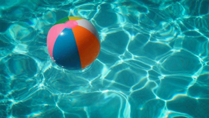 Soaking in Style: 5 Ways to Use the Latest Tech in Your Pool
