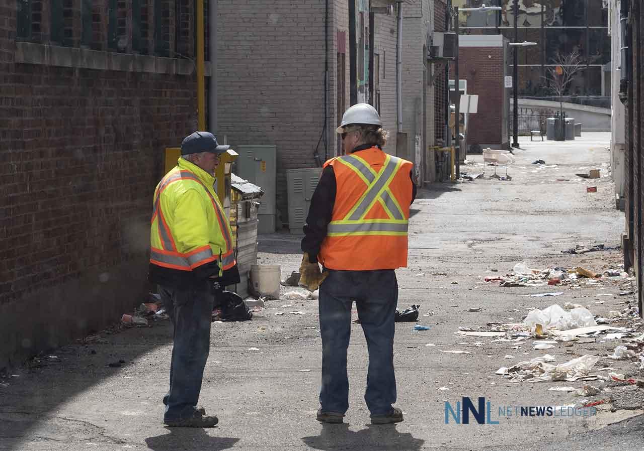Thunder Bay Roads Crew surveying lane