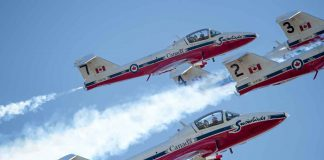 The Canadian Forces Snowbirds (431 Air Demonstration Squadron) perform over 19 Wing Comox. 431 (AD) Squadron and CF-188 Demo Team deployed to 19 Wing Comox to complete training prior to the start of the 2017 Air Show season. Approximately 42 personnel and 14 CT-114 aircraft deployed to 19 Wing Comox for the Canadian Forces Snowbirds. Pilots will acquaint themselves with mountainous terrain and over-water show sites. Images by MS Roxanne Wood 19 Wing Imaging 2017, DND-MDN Canada