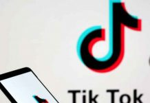 A person holds a smartphone with Tik Tok logo displayed in this picture illustration taken November 7, 2019. Picture taken November 7, 2019. REUTERS/Dado Ruvic/Illustration