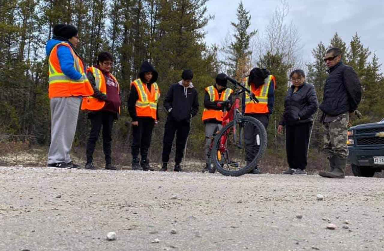 (l to r) Chantal, mother, Valerie, grandmother, Tredan, FAbian, Elijah, Nikolas Jennie & Roy, great uncle who met them getting close to Windigo. Also Rueben and Nadine who are not in the picture but kept the bikes going.