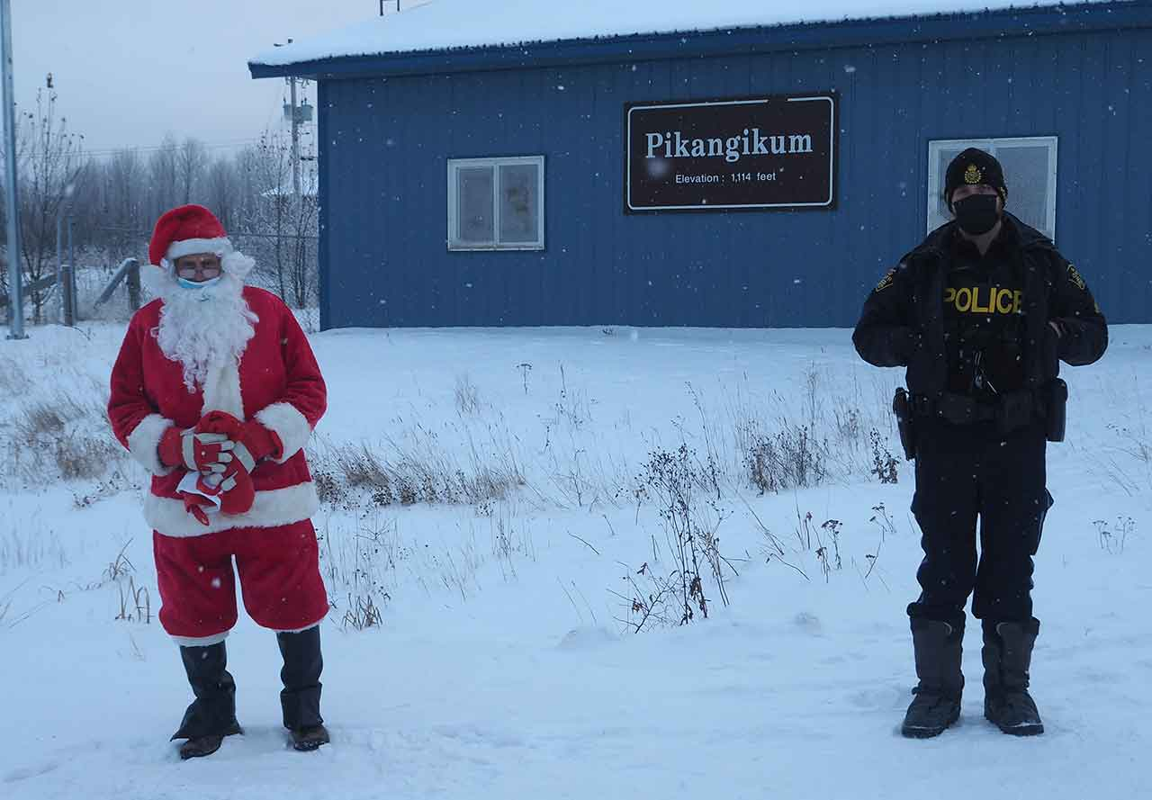 Santa and OPP Officer masked and distanced in Pikangikum on Saturday.