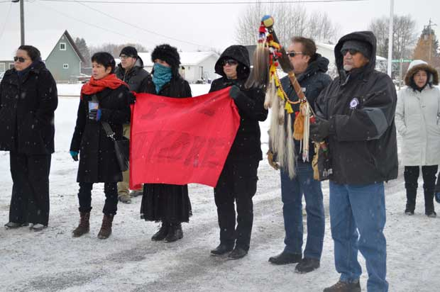 Idle-No-More---Rally---Eagle-Staff-and-Banner-1