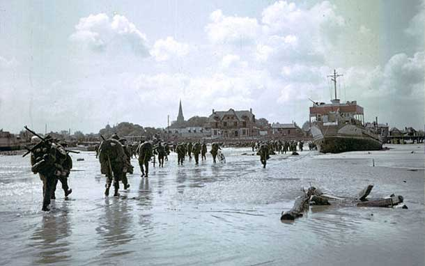 Canadian Soldiers on Juno Beach - a foothold in France and first steps to ending the war in Europe