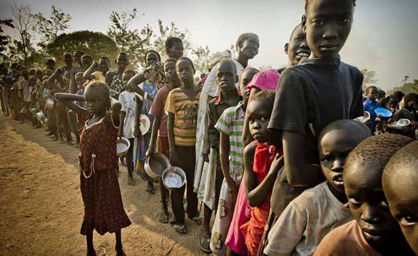 South Sudanese refugees waiting in line to get food at the Dzaipi transit centre in Uganda. Photo: UNHCR/F. Noy