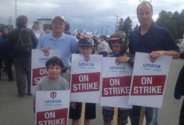 Bombardier workers are walking the picket line at the Montreal Street plant in Thunder Bay. Here Andrew Foulds joins the workers to show support.