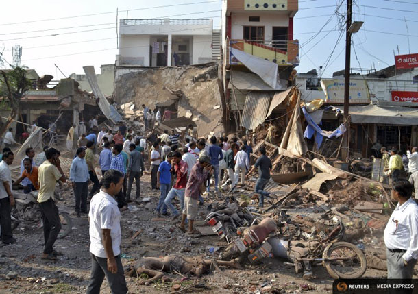 People stand near the site of an explosion in Jhabua district at Madhya Pradesh, India, September 12, 2015. REUTERS/Stringer